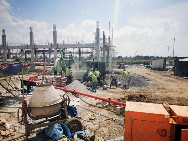 diesel concrete mixer pump working