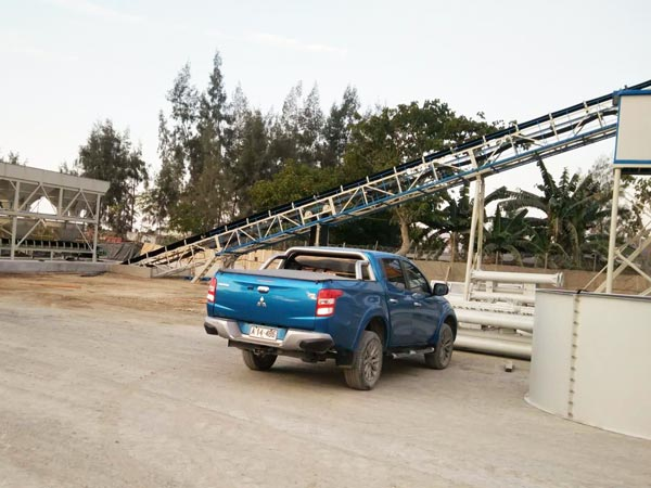 Belt Feeding of Small Mobile Concrete Plant